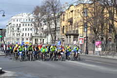 Гонка велосипеда на улице Санкт-Петербурга Стоковое Фото