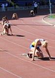 гонка в 400 метров девушок Стоковые Фотографии RF