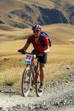 гонка горы пустыни велосипедиста Стоковое Фото