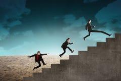 Гонка команды дела к верхней лестнице Стоковая Фотография RF