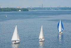 Гонка плавания на реке Днепр во время чемпионата яхт-клуба города Стоковые Фотографии RF