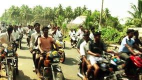 Гонка тележки вола в маленьком городе на madurai, Индии сток-видео