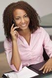 гонка phon девушки клетки афроамериканца смешанная стоковая фотография rf