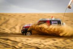 Гонки автомобиля в ¼ Œchina desertï Стоковое фото RF