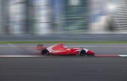 Гонки гоночной машины на высокой скорости в городе Стоковое фото RF