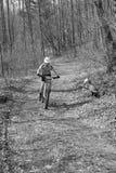 Гонки горного велосипеда Стоковое Изображение