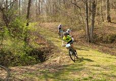 Гонки горного велосипеда Стоковая Фотография RF