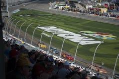 Гонки и вентиляторы автомобиля закрывают вверх NASCAR, скоростная дорога Daytona стоковое фото