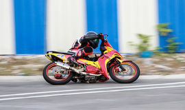 Гонки мотоцикла стоковое изображение rf