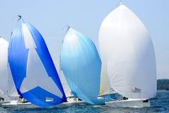 Гонки парусника в заливе Coronet, острове Whidbey, штате Вашингтоне Стоковые Фотографии RF