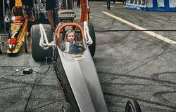 Гонки сопротивления Норвегии, водитель в вид спереди автомобиля черной расы Стоковое Изображение