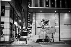 ГОНКОНГ, КИТАЙ - 21-ОЕ НОЯБРЯ 2011: улицы Гонконга на ноче 21-ого ноября 2011 Стоковое Фото