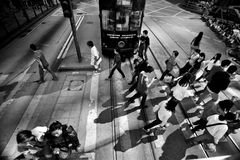 ГОНКОНГ, КИТАЙ - 20-ОЕ НОЯБРЯ 2011: люди на улицах Гонконга 20-ого ноября 2011 Стоковая Фотография