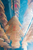 Гонконг - 4-ое декабря 2015: Круговые ладаны на Man Mo Temple Гитара stratocaster F Стоковая Фотография