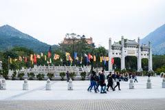 Гонконг - 14-ое января 2016: Турист на стробе монастыря Po Lin Стоковые Фото