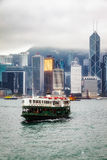 ГОНКОНГ, CHINA/ASIA - 27-ОЕ ФЕВРАЛЯ: Скрещивание парома в Гонконге стоковое фото rf