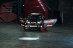 Гоночный автомобиль делая перемещаться стоковая фотография rf
