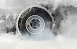 Гоночный автомобиль сопротивления горит автошины для гонки Стоковые Изображения