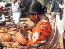 гончарня рынка зоны индийская сельская Стоковое Изображение