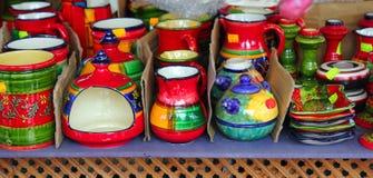 гончарня цвета глины керамики цветастая покрашенная яркая Стоковые Изображения