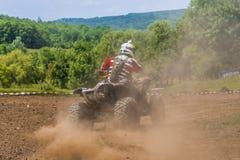 Гонщик ATV принимает поворот Стоковая Фотография