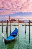 Гондола на грандиозном канале в Венеции, Италии. стоковое фото rf