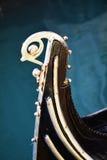 Гондола, посеребренная деталь, в Венеции, Италия Стоковое Изображение