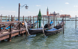 Гондолы автостоянки около ` s St Mark придают квадратную форму в Венеции, Италии Стоковые Фото