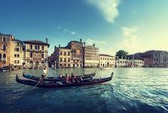 2 гондолы во времени захода солнца, Венеция, Италия Стоковая Фотография