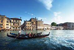 2 гондолы во времени захода солнца, Венеция Стоковая Фотография