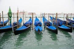 Гондолы в Венеции на грандиозном канале, Италии Стоковые Фото