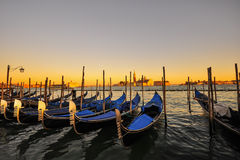 Гондолы в Венеции на заходе солнца Стоковое Фото