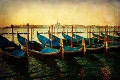 Гондолы в Венеции с винтажной текстурой стиля Стоковое фото RF
