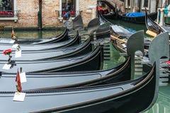 Гондолы, в покое Венеция, Италия, временя Стоковые Изображения