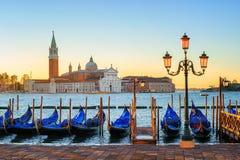 Гондолы и остров Сан Giorgio Maggiore, Венеция, Италия Стоковое Изображение RF