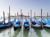 Гондолы на грандиозном канале Венеции, Италии Стоковые Изображения