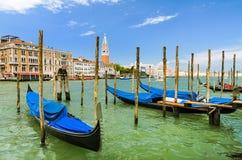 Гондолы на грандиозном канале в Венеции, Италии Стоковые Фото
