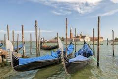 Гондолы на грандиозном канале и Сан Giorgio Maggiore Стоковая Фотография