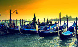 Гондолы на заходе солнца, Италия Венеции Стоковые Изображения RF