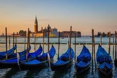Гондолы на зоре, Венеция, Италия Стоковое Фото