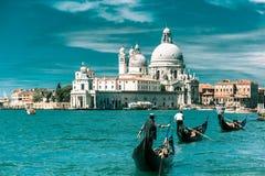 Гондолы на канале большом в Венеции, Италии Стоковое Изображение RF