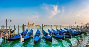Гондолы на канале большом на заходе солнца, Сан Marco, Венеции, Италии Стоковые Изображения