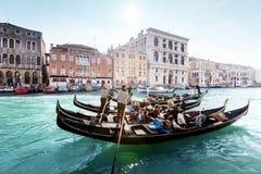 Гондолы на канале, Венеции, Италии Стоковое фото RF
