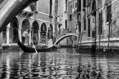 Гондолы на канале в Венеции, Стоковое Фото