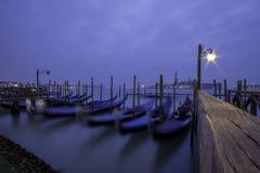 Гондолы ночи Венеции Стоковые Изображения RF