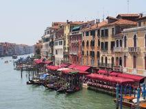 Гондолы причаленные на грандиозном канале, Венеции Стоковые Изображения RF
