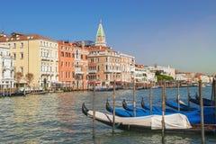 Гондолы причалили на грандиозном канале в Венеции Стоковое фото RF