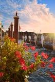 Гондолы причалили на грандиозном канале в Венеции Стоковое Изображение RF