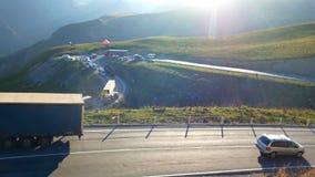 Гора автомобиля дорожного движения акции видеоматериалы