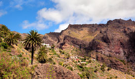 Гора ландшафта с деревней Maska Стоковая Фотография RF